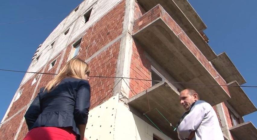 Zgrada u kojoj Dragan Dumanović živi s porodicom. Radovi do danas nisu završeni.