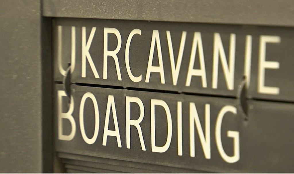 Air Serbia onemoguceno ukrcavanje 13 05 2014.wmv_000351000