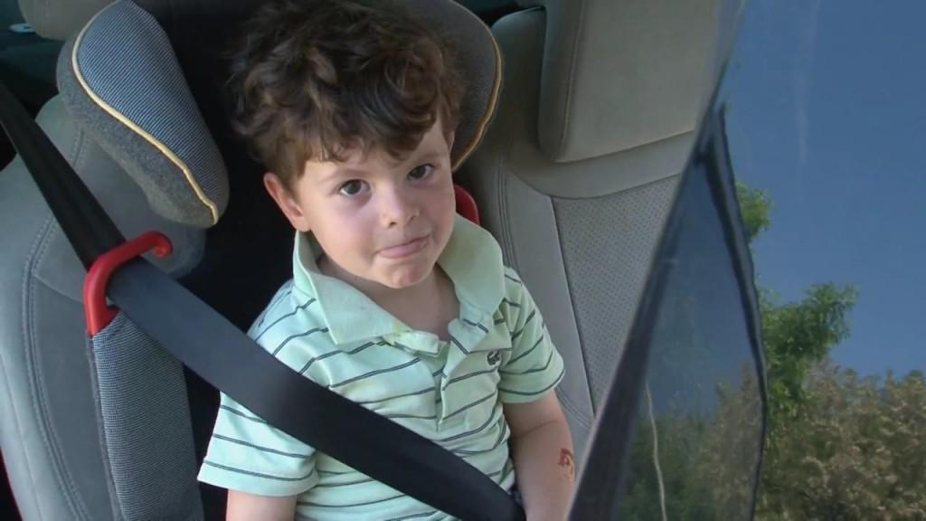 Najčešće greške pri upotrebi dečijih sedišta su da ona nisu čvrsto montirana, i da pojas nije čvrsto stegnut i namešten pravilno. Pojas treba biti u visini pazuha deteta tako da mu prelazi preko ramena
